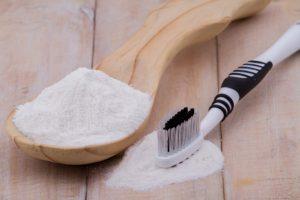 dantų protezus galite išvalyti kepimo soda